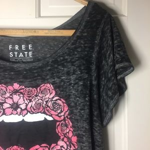 Free State Tops - Free State Roses and Lips Burnout Crop Tee. Sz M